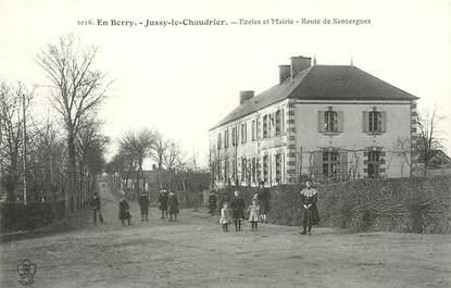 """/ CPA FRANCE 18 """"Jussy le Chaudrier, écoles et mairie, route de Sancergues"""""""