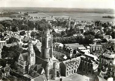 "CPSM FRANCE 60 ""Senlis, l'Eglise et la place Saint Pierre"""