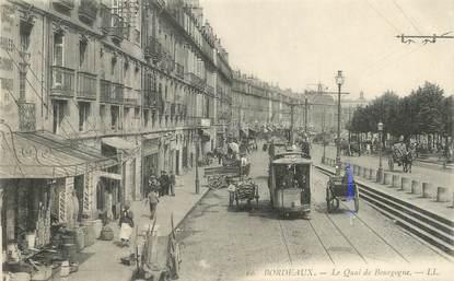 """/ CPA FRANCE 33 """"Bordeaux, le quai de Bourgogne"""" / TRAMWAY"""