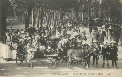 """/ CPA FRANCE 33 """"Bordeaux, jardin public, voitures à Ânes"""""""