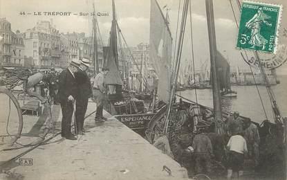 """/ CPA FRANCE 76 """"Le Tréport, sur le quai"""""""