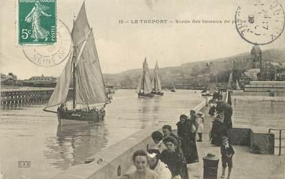 """/ CPA FRANCE 76 """"Le Tréport, sortie des bateaux de pêche"""""""