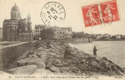 """/ CPA FRANCE 83 """"Saint Raphaël, l'église Notre Dame de la Victoire vue des quais"""""""
