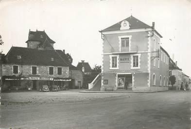 """CPSM FRANCE 46 """"Labastide Murat, Place de l'Hotel de ville"""""""