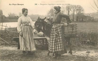 "CPA FRANCE 64 ""Basquaises"" / FOLKLORE /  ANE"
