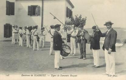 """CPA FRANCE 64 """"Types de danseurs basques"""" / FOLKLORE"""