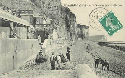 """/ CPA FRANCE 76 """"Mesnil Val, la grève au pied des Falaises"""""""