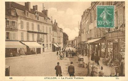 "/ CPA FRANCE 89 ""Avallon, la place Vauban"""