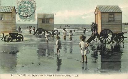 """/ CPA FRANCE 62 """"Calais, enfants sur la plage à l'heure du bain """""""