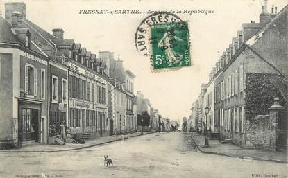 """/ CPA FRANCE 72 """"Fresnay sur Sarthe, av de la République"""""""