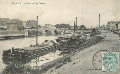 "/ CPA FRANCE 51 ""Epernay, pont sur la Marne"" / PENICHE"