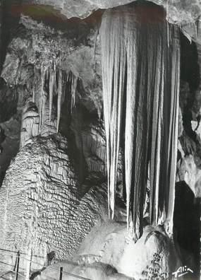 """/ CPSM FRANCE 65 """"Bagnères de Bigorre, une grande coulée / GROTTE DE MEDOUS"""