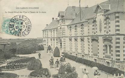 "/ CPA FRANCE 85 ""Sables d'Olonne, le grand hôtel des Pins"""