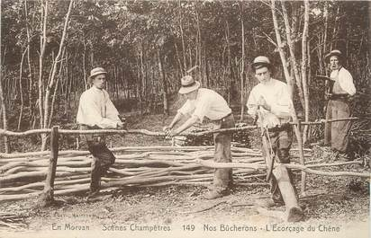 "/ CPA FRANCE 58 ""Nos bûcherons, l'écorçage du chêne"""