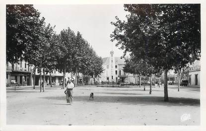 """/ CPSM FRANCE 24 """"Bergerac, place et monument de la résistance"""""""