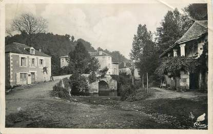 """/ CPSM FRANCE 24 """"Saint Jean de Cole, le vieux pont et maison à Colonnades"""""""