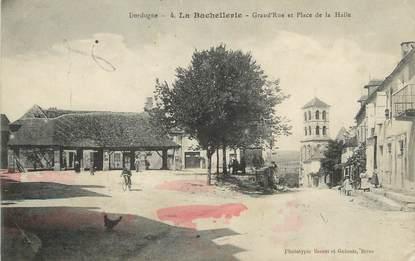"""/ CPA FRANCE 24 """"La Bachellerie, Grand'rue et place de la Halle"""""""