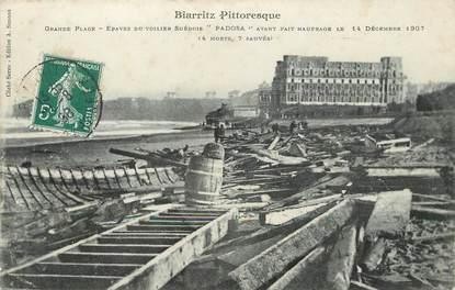 """/ CPA FRANCE 64 """"Biarritz, grande plage, épaves du voiliers Suédois Padosa"""""""