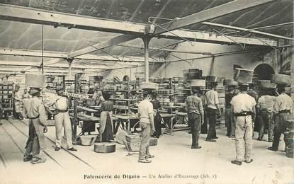 """CPA FRANCE 71 """"Faïencerie de Digoin, atelier 'Encastage"""""""