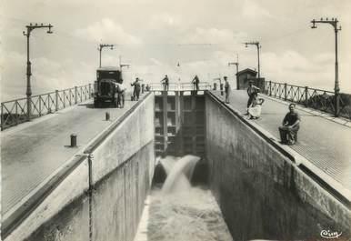 """/ CPSM FRANCE 18 """"Le Guétin, le pont Canal"""""""