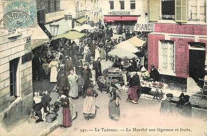 """CPA FRANCE 76 """"Le Tréport, le marché aux légumes et aux fruits"""""""