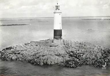 """/ CPSM FRANCE 50 """"Gouville sur Mer, phare du Senequet"""""""