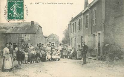 "CPA FRANCE 54 ""Matton, Grande rue, sortie du village"""