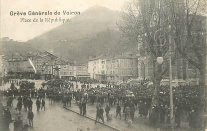 """CPA FRANCE 38 """"Grève générale de Voiron, place de la République"""""""