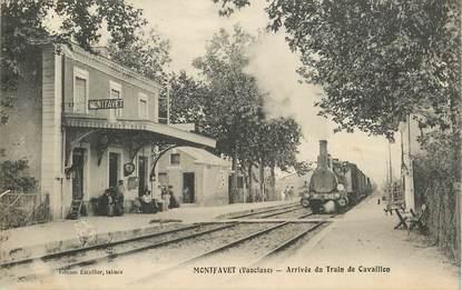 """CPA FRANCE 84 """"Montfavet, arrivée du train de Cavaillon, la gare"""""""