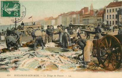 """CPA FRANCE 62 """"Boulogne sur mer, le triage du poisson"""""""