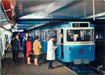 """/ CPSM FRANCE 75 """"Paris, rame sur pneumatiques en station"""" / METRO"""