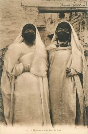 """CPA TUNISIE  """"Femmes arabes dans la rue"""""""