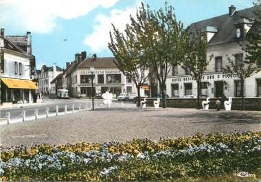 """/ CPSM FRANCE 60 """"Crépy en Valois, place du Paon """""""