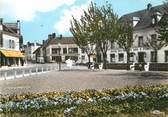 """60 Oise / CPSM FRANCE 60 """"Crépy en Valois, place du Paon """""""