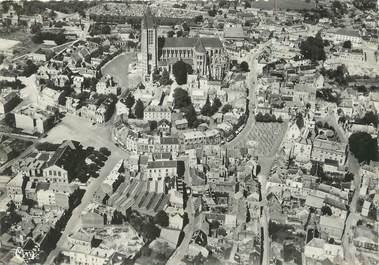 """/ CPSM FRANCE 60 """"Noyon, vue aérienne, la cathédrale"""""""