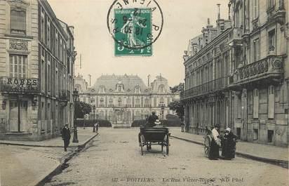 "/ CPA FRANCE 86 ""Poitiers, la rue Victor Hugo"""