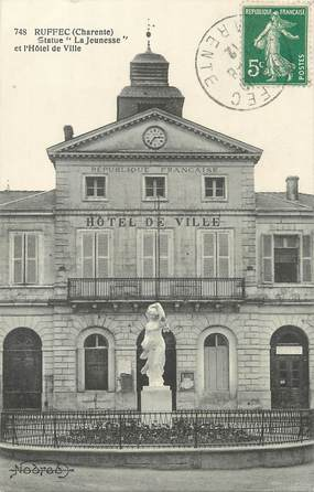 """/ CPA FRANCE 16 """"Ruffec, statue de la jeunesse et hôtel de ville"""""""