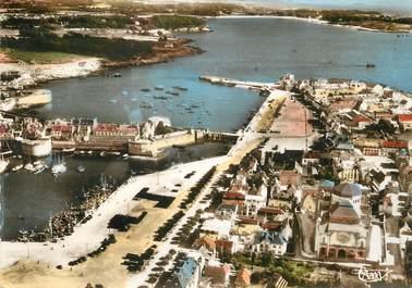 """/ CPSM FRANCE 29 """"Concarneau, vue aérienne, les quais et l'entrée du port"""""""