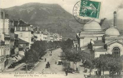 """/ CPA FRANCE 63 """"La Bourboule, le boulevard de la République et le Puy Gros"""""""
