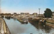 """02 Aisne / CPSM FRANCE 02 """"Chauny, vue sur le canal"""" / PENICHE"""
