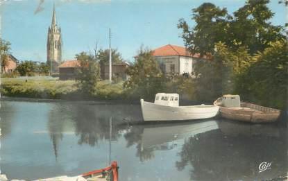 "/ CPSM FRANCE 17 ""Marennes, l'église vue du port"""
