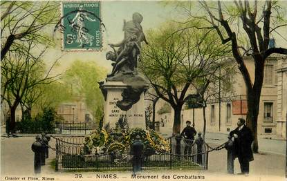 "CPA FRANCE 30 ""Nimes, monument aux morts"""