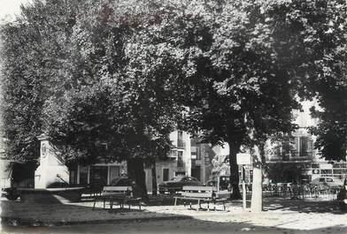 """/ CPSM FRANCE 04 """"Barcelonette, la place"""""""