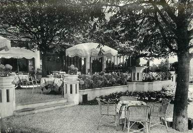 """/ CPSM FRANCE 77 """"Barbizon, hostellerie Les Pleïades, un coin des terrasses"""""""