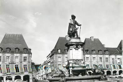 """CPSM FRANCE 08 """"Charleville, place Ducale et statue Ch. de Gonzague"""""""