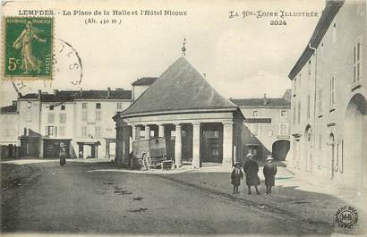 """CPA FRANCE 43 """"Le Puy en Velay, La Place et l'Hotel Nicoux"""""""