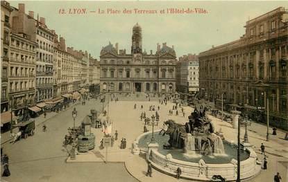 """CPA FRANCE 69 """"Lyon, la Place des Terreaux"""""""