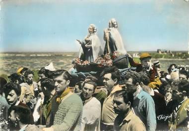 "/ CPSM FRANCE 13 ""Les Saintes Maries de la Mer, procession"" / GITAN"