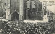 """22 Cote D'armor / CPA FRANCE 22 """"Tréguier, la foule sur la place le jour de l'inauguration du calvaire"""" / PRECURSEUR, avant 1900"""