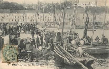 """/ CPA FRANCE 29 """"Brest, arrivée des bateaux de pêche"""" / PRECURSEUR, avant 1900"""""""